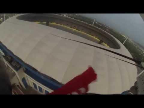 Descente de la plus haute pointe de stade olympique de Rades
