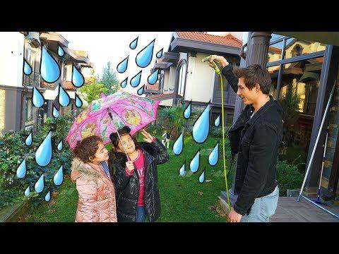 Masal ve Öykü'ye Yagmur Şakası ! Rain Prank for Children - Funny Kids Video