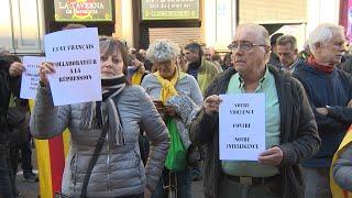 """150 personas se concentran ante el consulado francés en contra """"de la represión"""""""