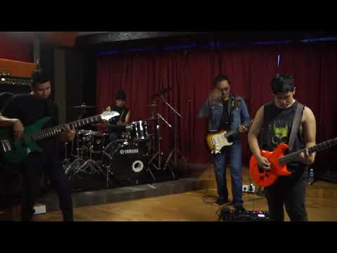 Baji - Ayah Ibu Anak (Live Video Clip)