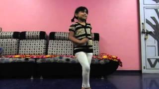 Swara tamboli dance marathi song ek bangadi