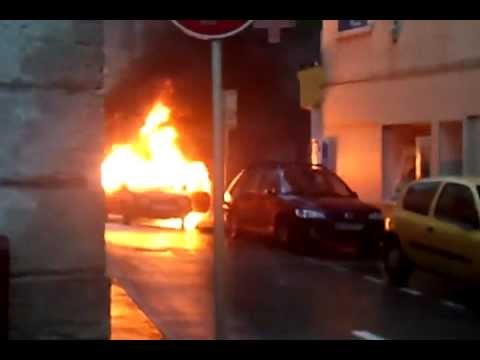 voiture en feu qui explose devant nous youtube. Black Bedroom Furniture Sets. Home Design Ideas