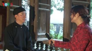 Đại sứ Phạm Sanh Châu quảng bá áo dài trong mưa xuân