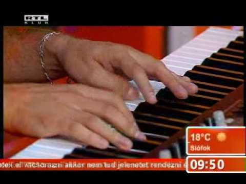 Caramel- Szállok a dallal (a zongoránál KARDOS NORBI)
