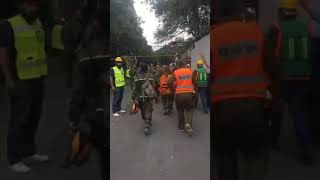 משלחת החילוץ מישראל למקסיקו התושבים מרעים במחיאות כפים למשלחתLa delegación israelí a México.