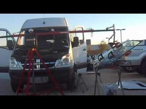 WINDSHIELD INSTALL WITH A  BALANCING CRANE ARM