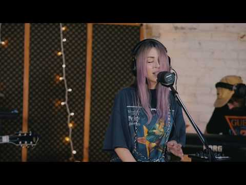 "VIDEO: Alison Wonderland Performs Acoustic Version Of Her Smash ""Peace"""