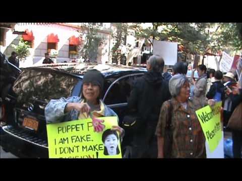 Thais in USA overcome Yingluck Shinawatra