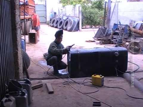 Электродуговая сварка: заварка топливного бака.