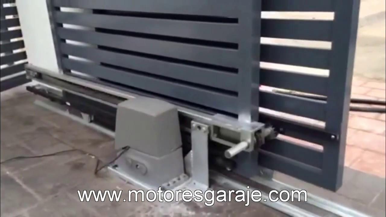 Motor para puerta corredera telesc pica youtube for Herrajes puertas correderas garaje