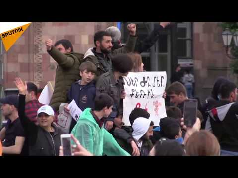 Armenia: Protests Resume in Yerevan Against PM-Elect Sargsyan