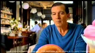 Comercial de Orbit con Antonio Banderas (Español)(Comercial de un demacrado Antonio Banderas platicando con bocadillos generados y animados por computadora. Se aireó por primera vez el 25 de febrero de ..., 2013-03-11T01:38:35.000Z)