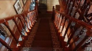 видео Дизайн интерьера кухни в деревянном доме: из оцилиндрованного бревна, из бруса, с печью, своими руками, кухни гостиной, на даче, фото