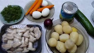 Вкусный салат с жареными грибами.