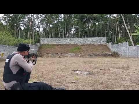 Tim Cobra Tembak Bondet Yang Tidak Meledak Dari Jarak 300 Meter