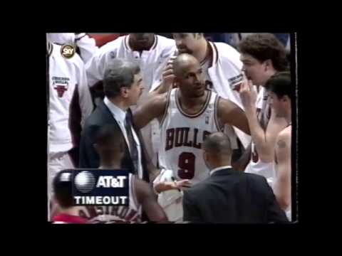 Phil Jackson gives Luc Longley a facefull