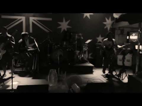 Aussie  bar  karon beach - Proud mary