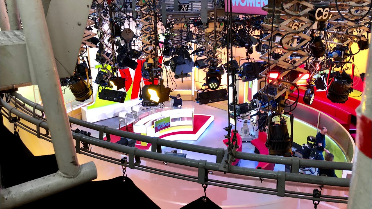 21315a0d9 NEW Loose Women Studio - Warm Up / Studio BBC Television Centre ...