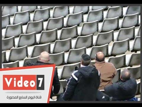 اشارات غير لائقة من مشجعى المصرى احتفالا بالفوز على الزمالك على طريقة حسام حسن