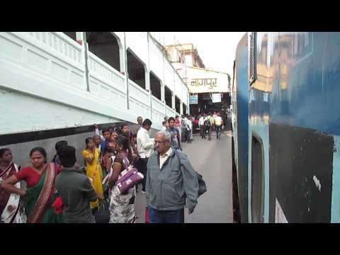 12621 Tamil Nadu Super Fast Express arriving at Nagpur Junction, Maharashtra!