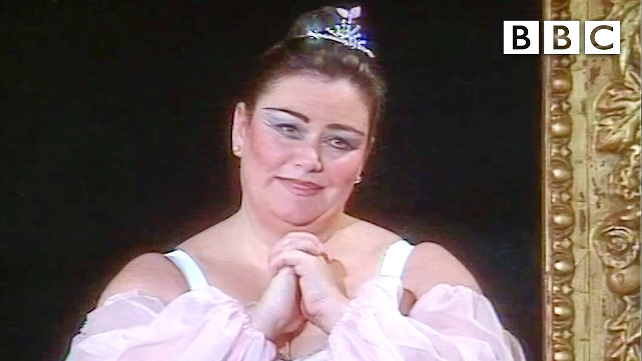 Dawn French's HILARIOUS ballet duet with Darcey Bussell 😂 The Vicar of Dibley - BBC