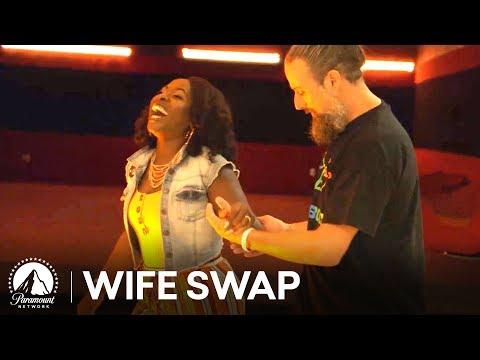 'Let's Go Rollerskating' Bonus Clip 🤪 Wife Swap