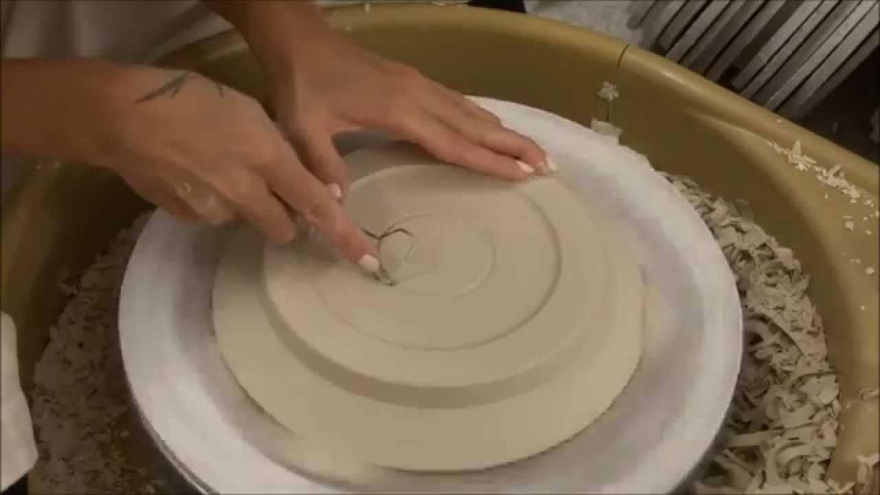 tournasage d 39 une assiette en porcelaine youtube. Black Bedroom Furniture Sets. Home Design Ideas