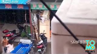 رجل يضرب زوجته فيتلقى العقاب المناسب من الناس
