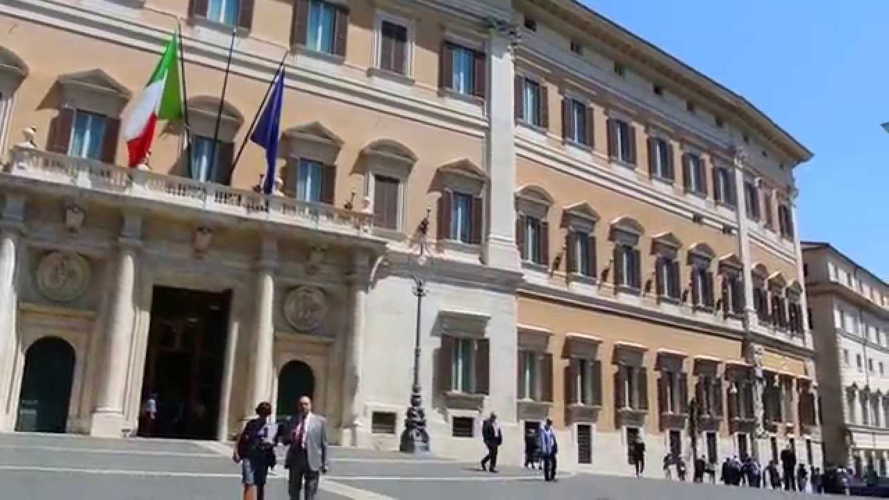 Roma palazzo montecitorio palazzo chigi colonna di marco for Camera dei deputati live