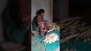 Hendu making bamboo chutney