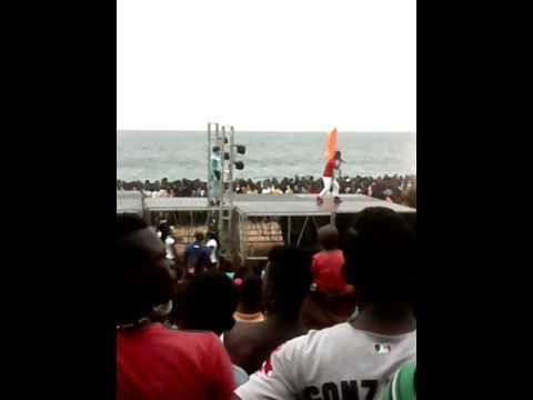 Lunic (Abidjan est risqué) au Beach de la 2 à Port bouët