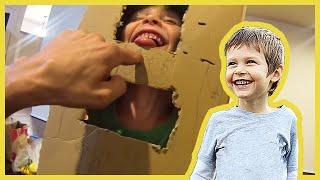 Box Robot Helps Axel