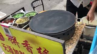 chinese street food 煎饼果子