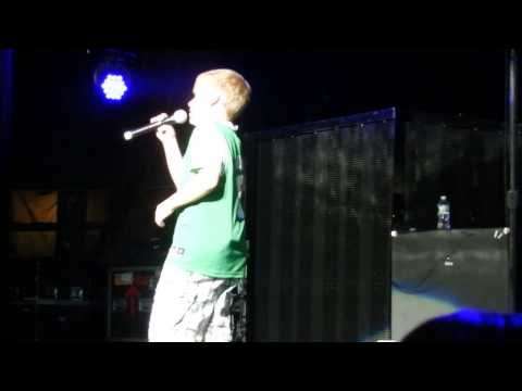 Backstreet Boys- Brian's son Baylee opens up the show Mp3