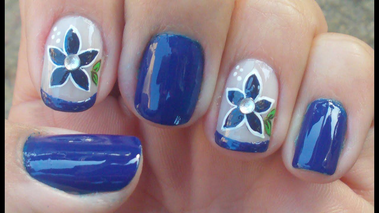 unhas decoradas decorações simples de azul brilhante