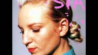 Смотреть клип песни: Sia - Insidiously