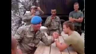Türk'e Meydan Okuman Yeterli - Türk ve Hollandalı Askerin Bilek Güreşi