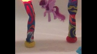 Twilight Sparkle underwater swim my little pony
