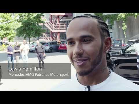 Lewis Hamilton Op Het Mercedes-Benz Design Headquarter
