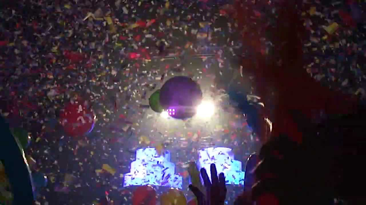 Rise and Shine Big Gigantic New Years Eve Balloon Drop HQ - YouTube