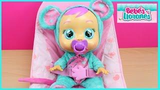 Bebés Llorones Muñeca Lala | La muñeca bebé Lala come papilla y está malita