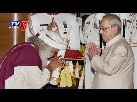 President Pranab Mukherjee Confers Padma awards 2017 At Rashtrapati Bhavan | TV5  News