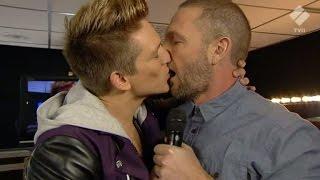 Danny Saucedo kysser Martin Björk - X Factor (TV4)
