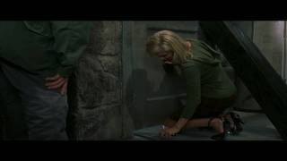 Scary Movie 3 Upskirt Scene