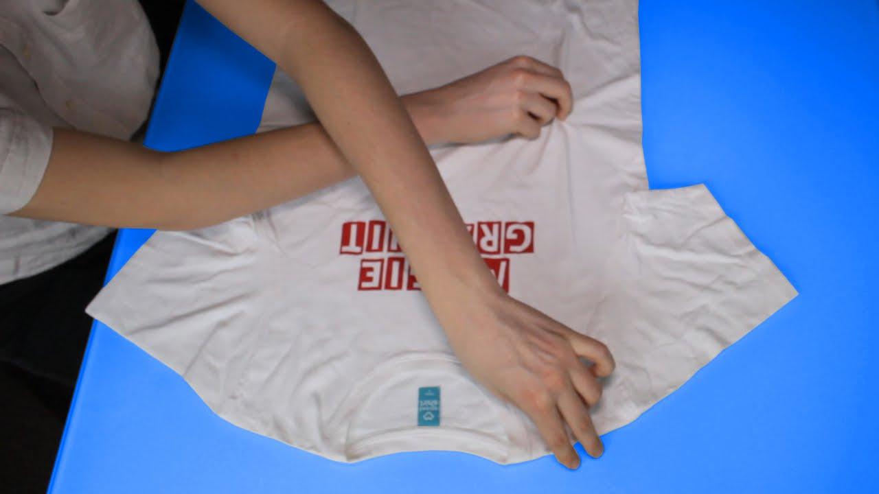 Plier un tee shirt en 5 secondes tuto youtube - Plier un t shirt ...