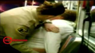 شرطي يلكم سيدة بدينة اوقعتها ارضاً