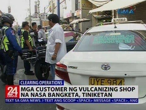 Mga customer ng vulcanizing shop na nasa bangketa, tiniketan