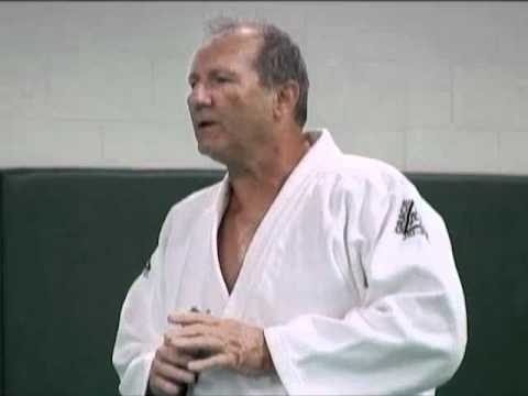 HILARIOUS!!! Ed O'Neill's VERY First Class at the Gracie JiuJitsu Academy