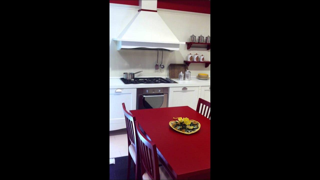 Cucina modello Gretha di Veneta Cucine, disponibile su  Outletmobili-italia.it