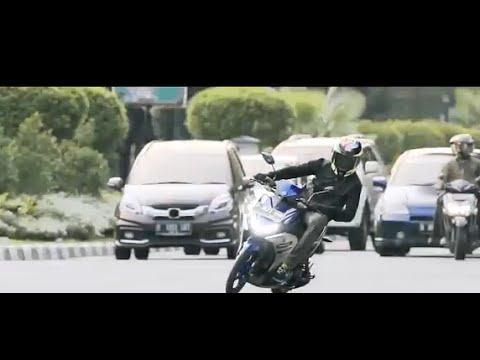 Valentino Rossi di Bali ngebut dengan motor barunya Yamaha AEROX